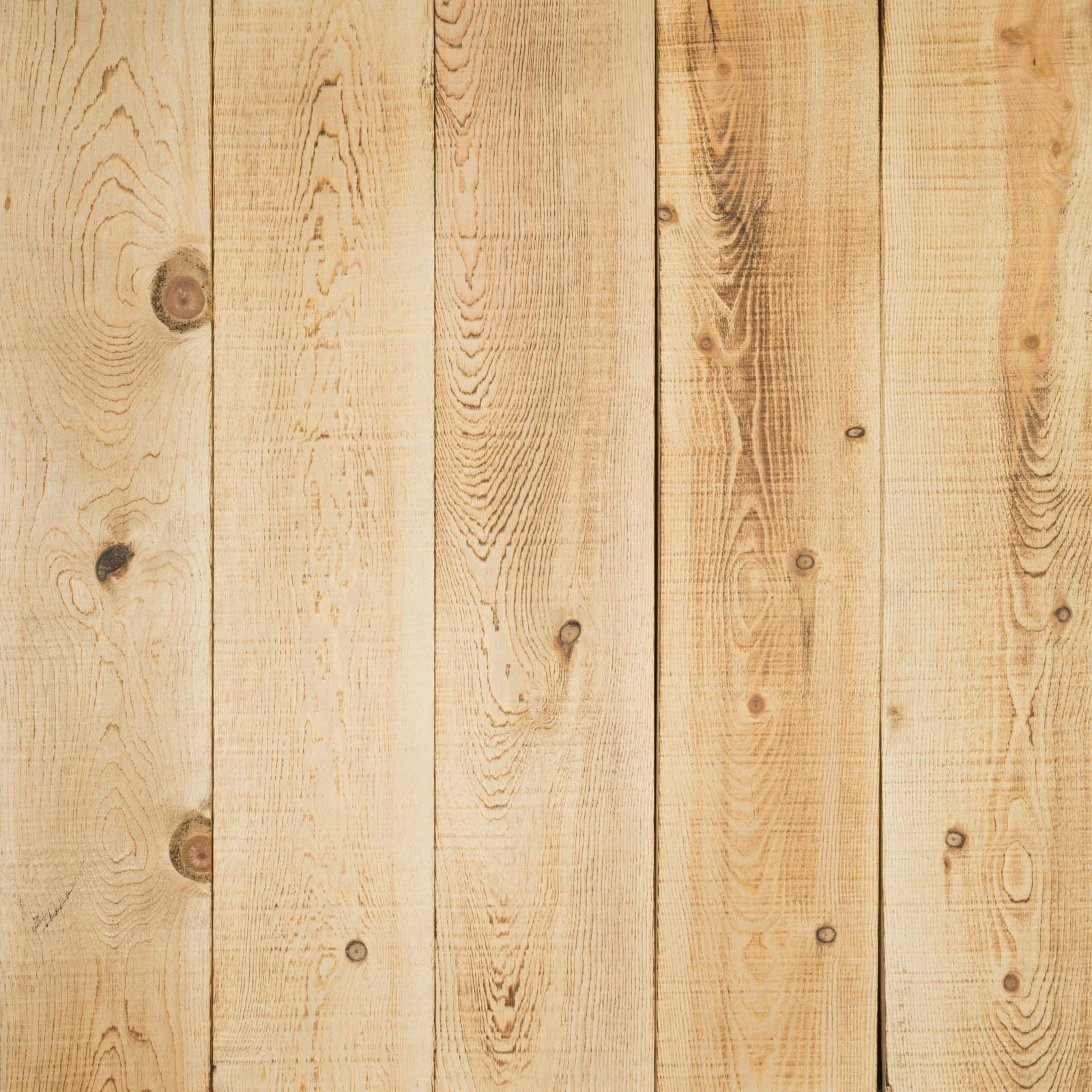 Natural Northwestern Spruce Boards Hewn Elements